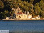 Aghia Kyriaki kerk tegenover Nidri (Nydri) - Lefkas (Lefkada) - Foto van De Griekse Gids